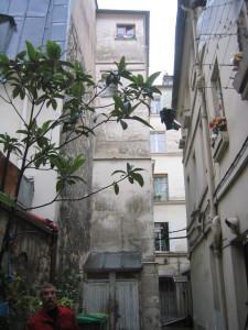 pignon esclaier A et façade bâtiments cour