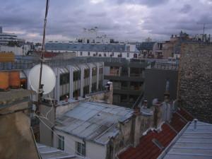 Vue depuis l'immeuble rue sur cour et toiture en tuiles